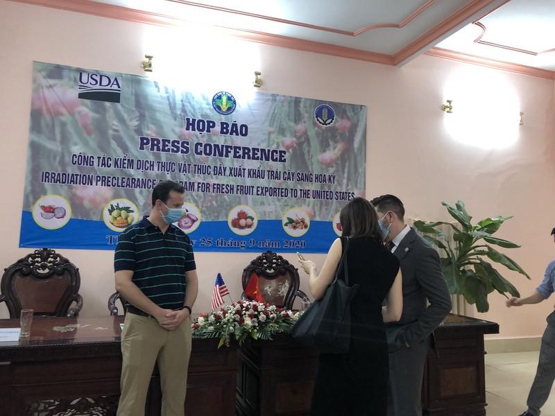 Chuyên gia tới Việt Nam, 2.000 tấn trái cây bay sang Mỹ - ảnh 1