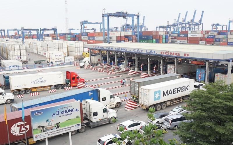 Hàng tồn tăng, cảng Cát Lái ngưng nhận hàng siêu trường, siêu trọng - ảnh 1