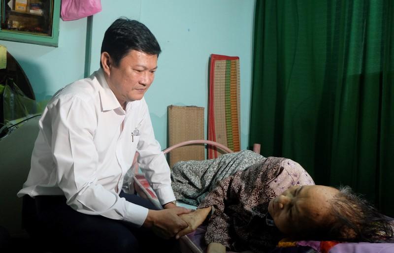 Lãnh đạo TP.HCM tri ân các mẹ Việt Nam anh hùng - ảnh 2