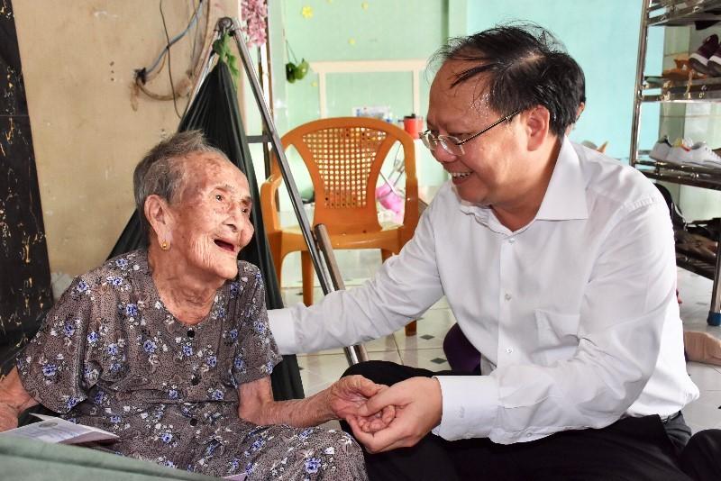 Lãnh đạo TP.HCM tri ân các mẹ Việt Nam anh hùng - ảnh 1