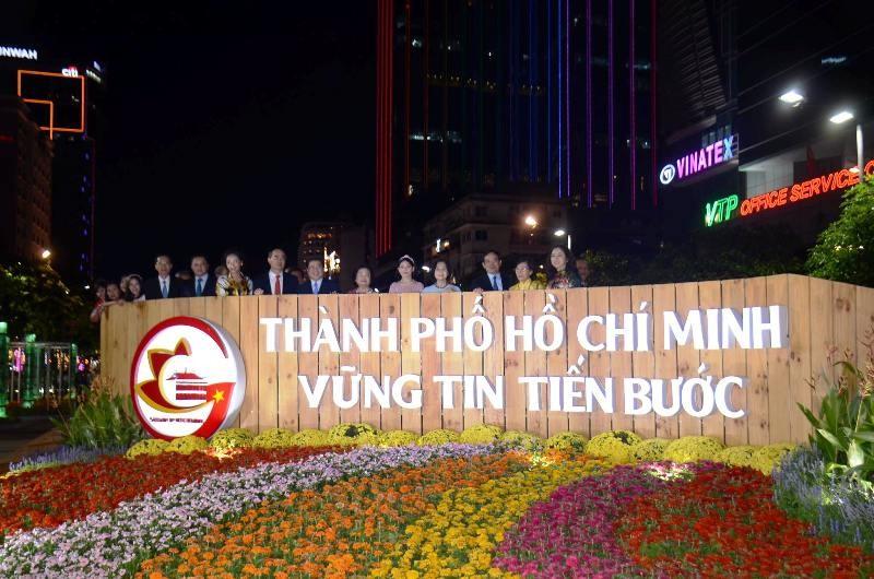 Đường hoa Nguyễn Huệ chính thức khai mạc - ảnh 1