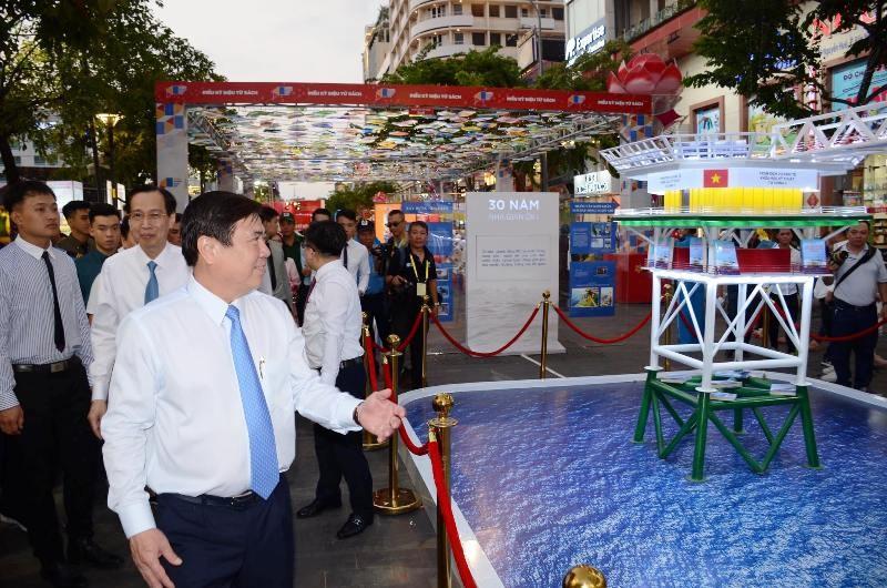 Mô hình nhà giàn DK1 ở lễ hội Đường sách Tết Canh tý - ảnh 3