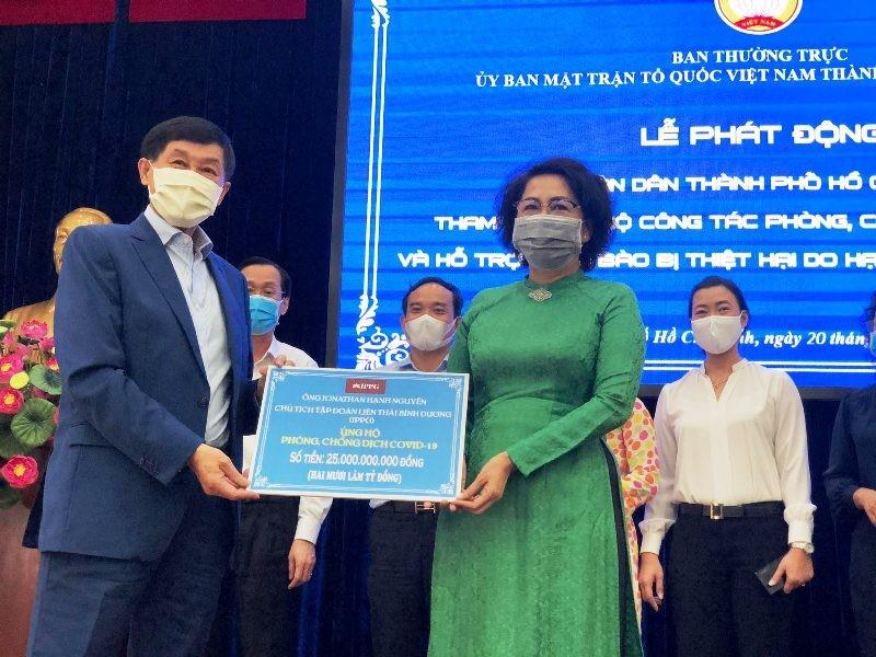 Doanh nhân Johnathan Hạnh Nguyễn góp 25 tỉ đồng chống COVID-19 - ảnh 1