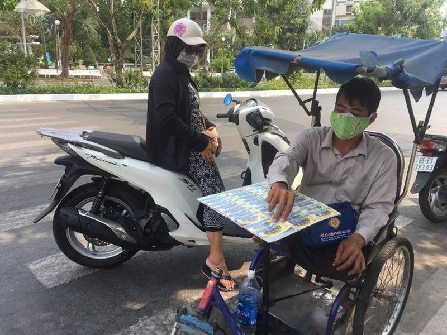 TP.HCM chi 9 tỉ đồng hỗ trợ người bán vé số trong 15 ngày - ảnh 1