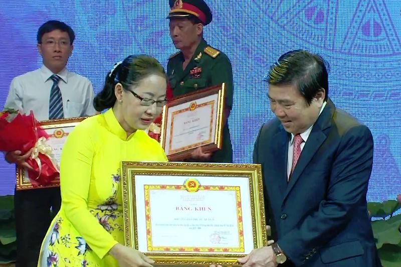 Chủ ATM gạo Hoàng Tuấn Anh được Thành ủy TP.HCM tuyên dương - ảnh 5