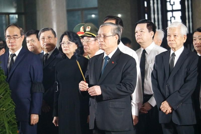 Nhiều đoàn lãnh đạo Đảng và Nhà nước đến viếng ông Mười Hương - ảnh 3