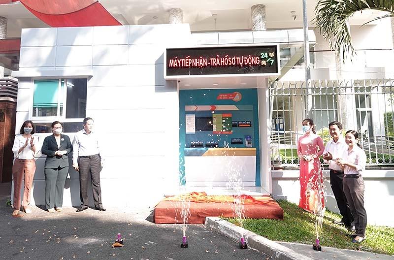 TP.HCM có 'ATM' nhận trả hồ sơ hành chính tự động - ảnh 1