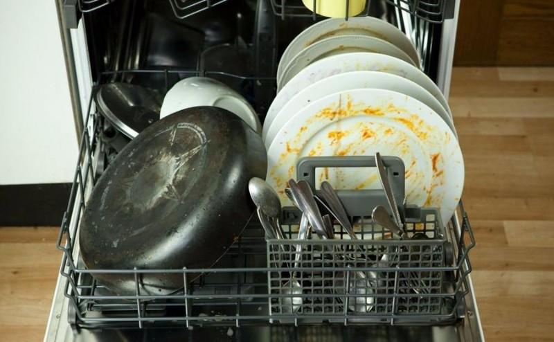 Nỗi lo nấm, vi khuẩn ẩn chứa trong chiếc máy rửa chén - ảnh 1