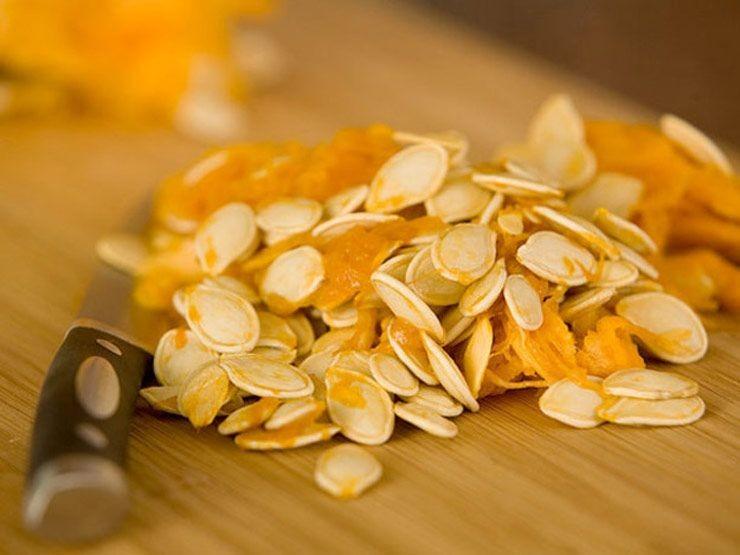 Những lý do để bạn nên ăn hạt bí đỏ ngày Tết - ảnh 1