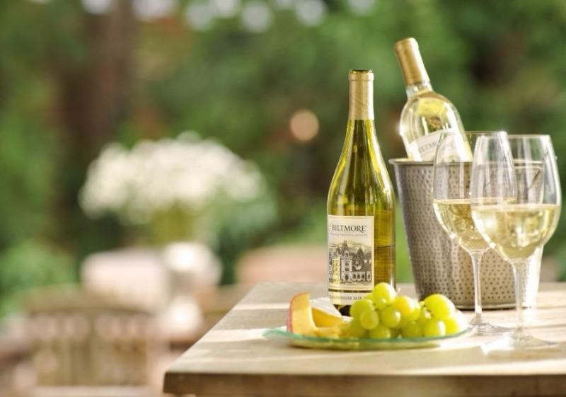 Vì sao nên uống rượu vang trắng? - ảnh 1