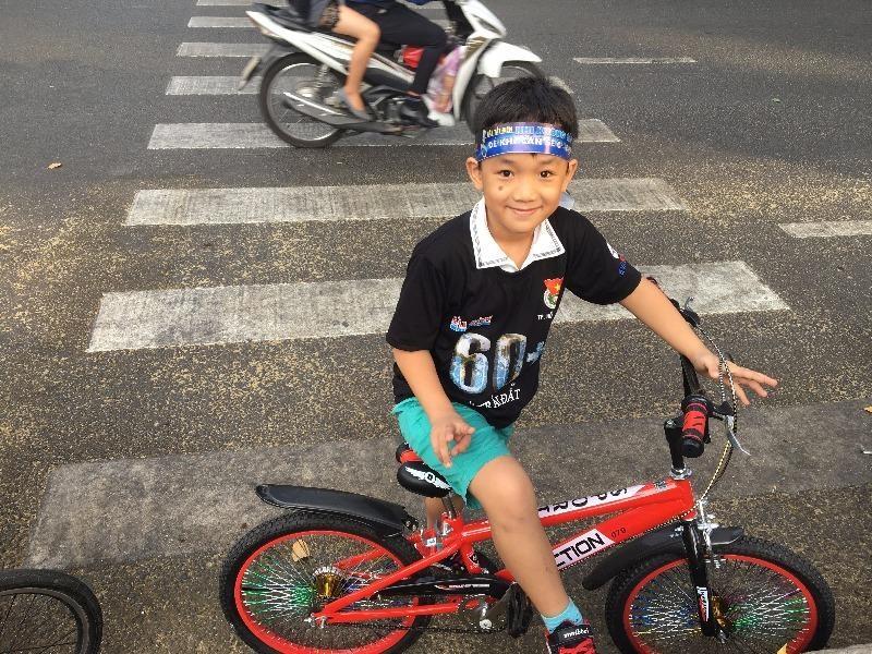 TP.HCM: Hàng trăm người đạp xe hưởng ứng Giờ Trái đất - ảnh 3