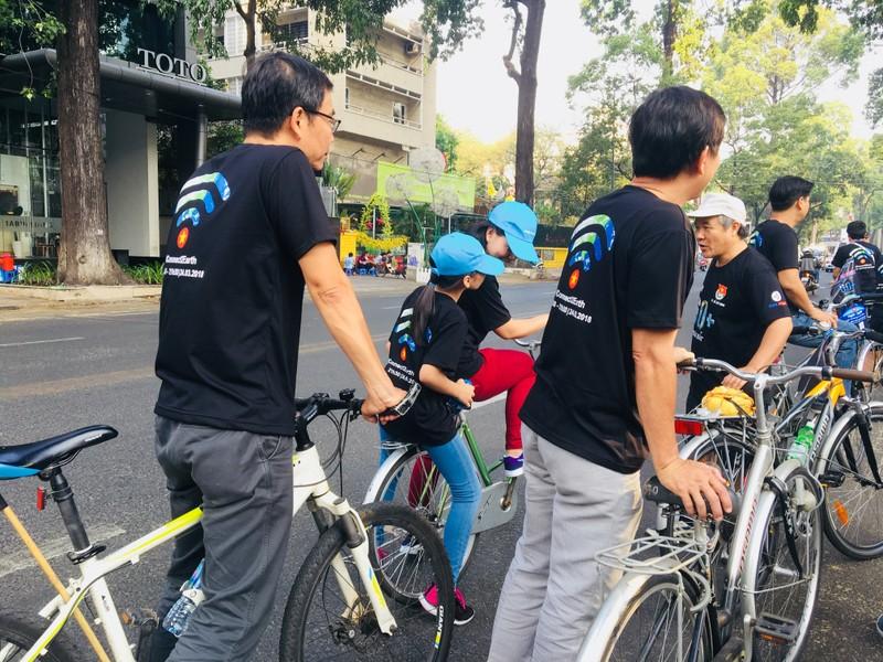 TP.HCM: Hàng trăm người đạp xe hưởng ứng Giờ Trái đất - ảnh 5