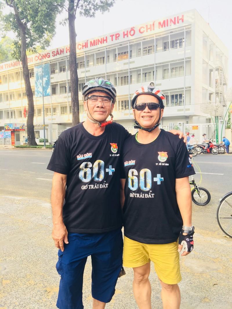 TP.HCM: Hàng trăm người đạp xe hưởng ứng Giờ Trái đất - ảnh 6