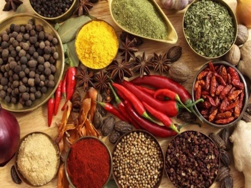 Thực phẩm nào nên hạn chế ăn vào mùa nắng nóng? - ảnh 1