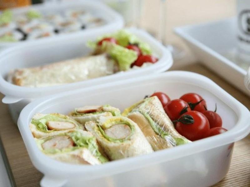Dùng đồ nhựa đựng thức ăn: Hiểm họa không ngờ - ảnh 1