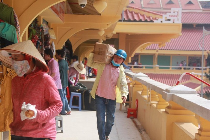 Cận cảnh chợ Bình Tây ngày chính thức hoạt động trở lại - ảnh 5