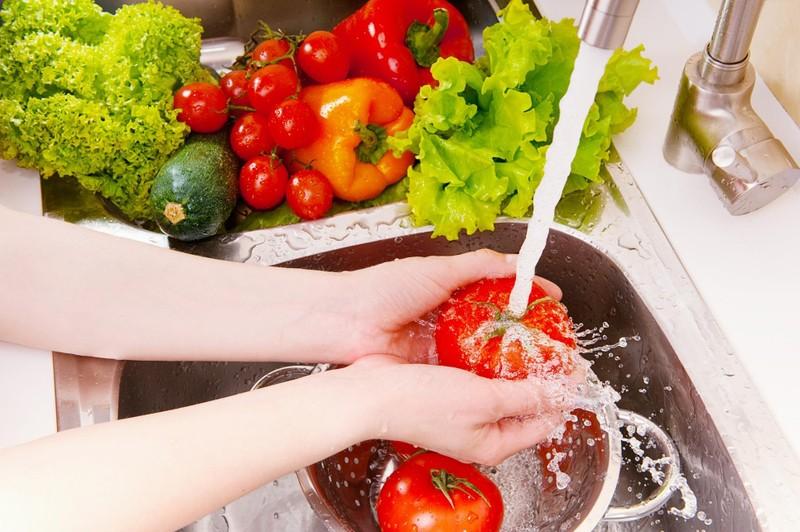 10 nguyên tắc vàng để tránh ngộ độc thực phẩm - ảnh 1