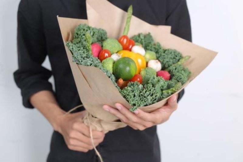 Bó hoa rau ăn được gây sốt ngày Quốc tế phụ nữ 8-3 | Kinh tế | PLO