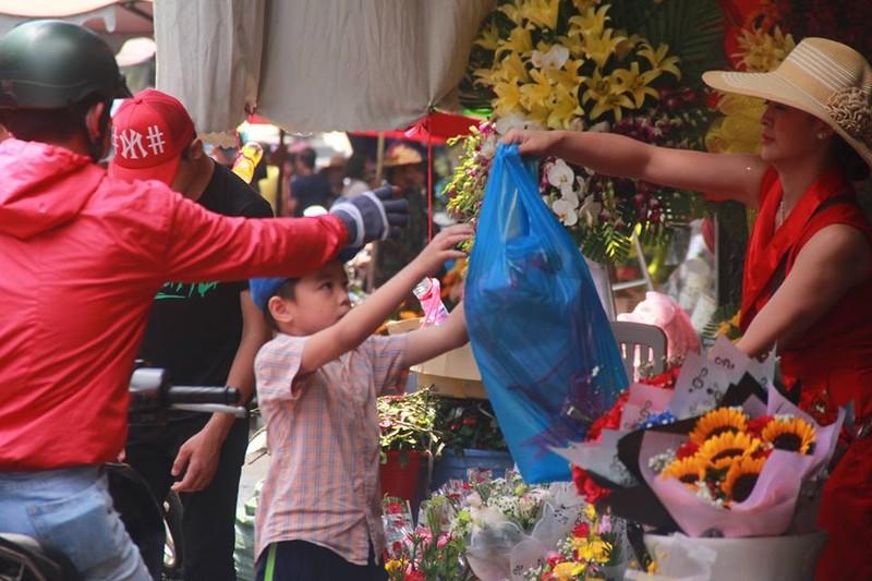 'Sập mạng' vì quá nhiều người mua hoa ngày 8-3 - ảnh 1