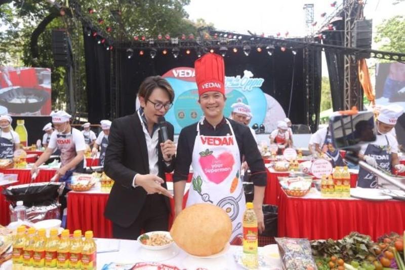 Hàng chục nam nhân trổ tài nấu ăn tại sự kiện ẩm thực - ảnh 1