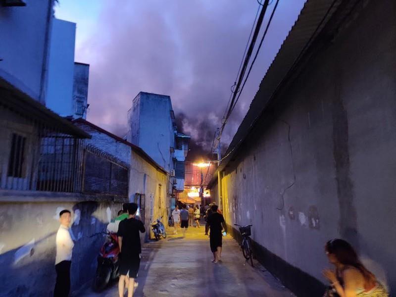 Nỗi lo sức khỏe từ vụ cháy nhà máy Rạng Đông - ảnh 1