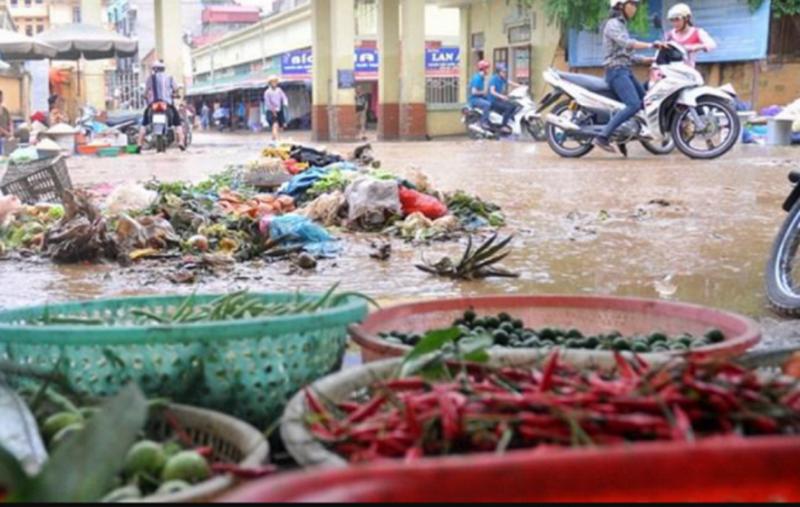 Cẩn trọng trong ăn uống để không đổ bệnh vì mưa lũ - ảnh 1