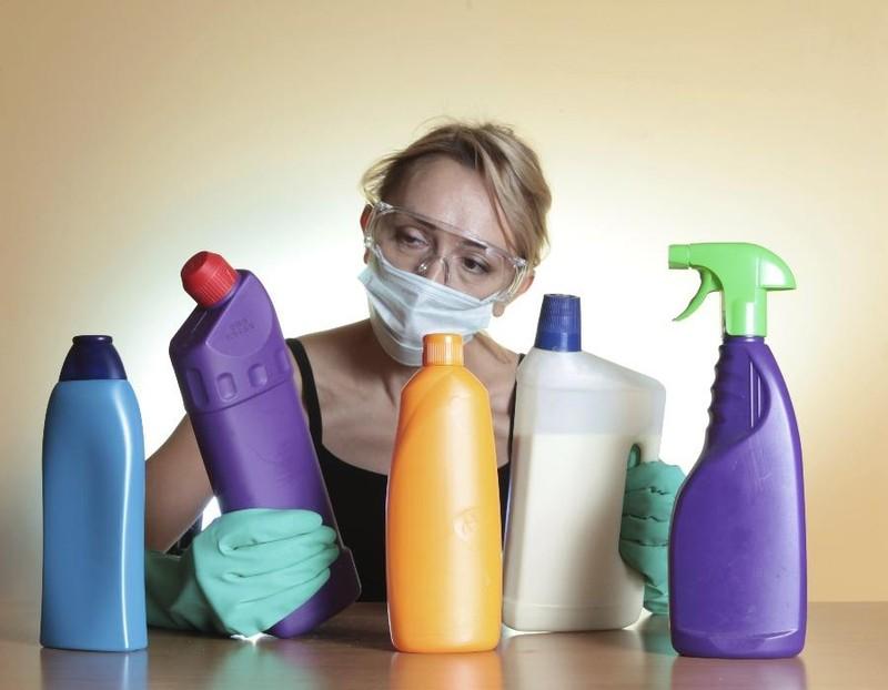 Ngộ độc vì sử dụng các hóa chất tẩy rửa trong gia đình - ảnh 1