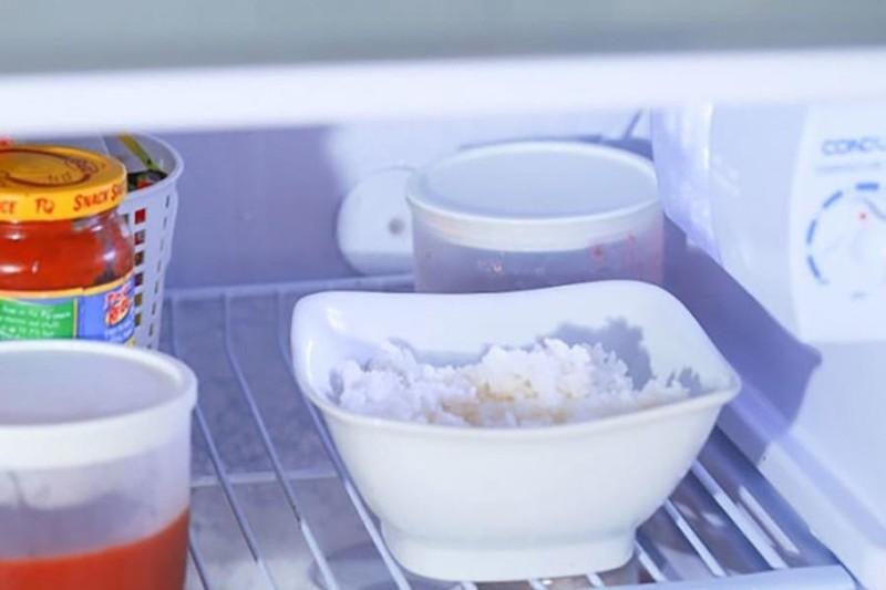 Cơm nguội bảo quản trong tủ lạnh được bao nhiêu ngày? - ảnh 1