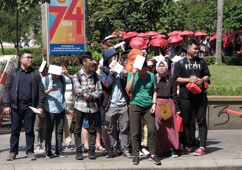 Cửa hàng Nhật mang dù che nắng cho khách Việt mua sắm - ảnh 8