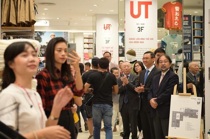 Cửa hàng Nhật mang dù che nắng cho khách Việt mua sắm - ảnh 2