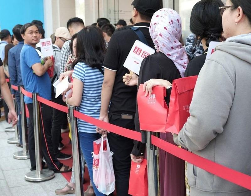 Cửa hàng Nhật mang dù che nắng cho khách Việt mua sắm - ảnh 3