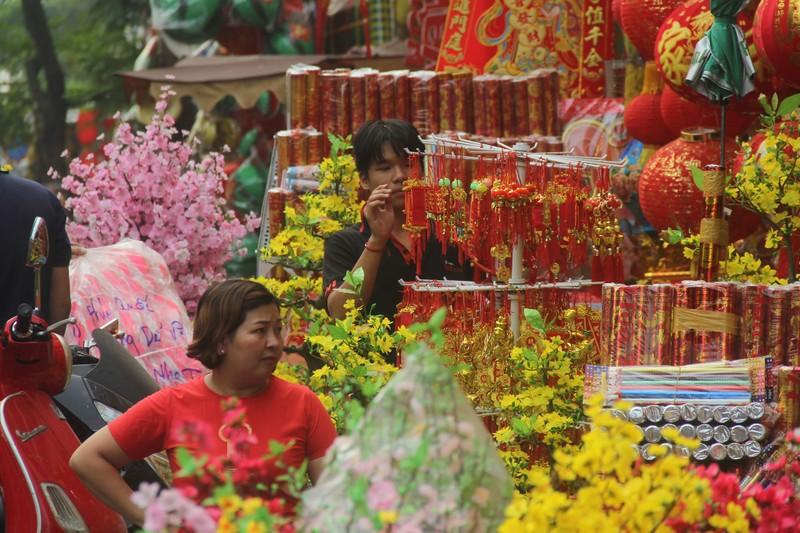 Con đường sực nức mùi tết ở Sài Gòn - ảnh 2