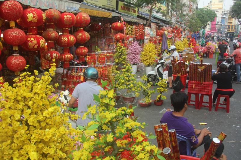 Con đường sực nức mùi tết ở Sài Gòn - ảnh 7