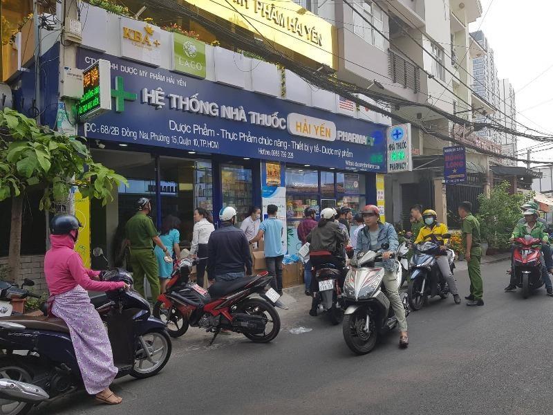 Bưu điện tạm ngưng vận chuyển khẩu trang y tế ra nước ngoài  - ảnh 1