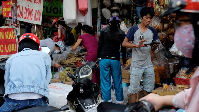 Nhiều người không đeo khẩu trang khi đi chợ - ảnh 7