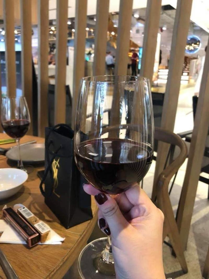 Phân biệt rượu vang thật và giả chỉ bằng vài mẹo nhỏ - ảnh 2