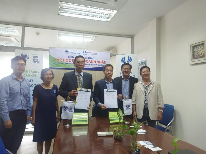 CLB Doanh nhân Khánh Hòa - Sài Gòn trao học bổng cho sinh viên - ảnh 1