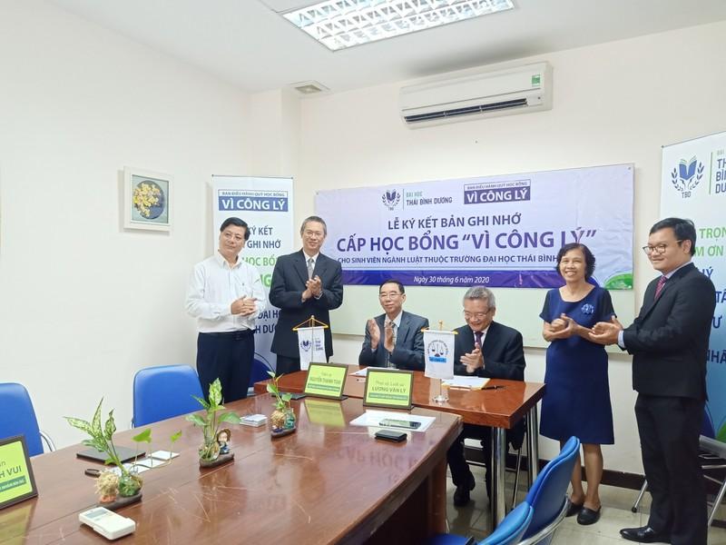 CLB Doanh nhân Khánh Hòa - Sài Gòn trao học bổng cho sinh viên - ảnh 2