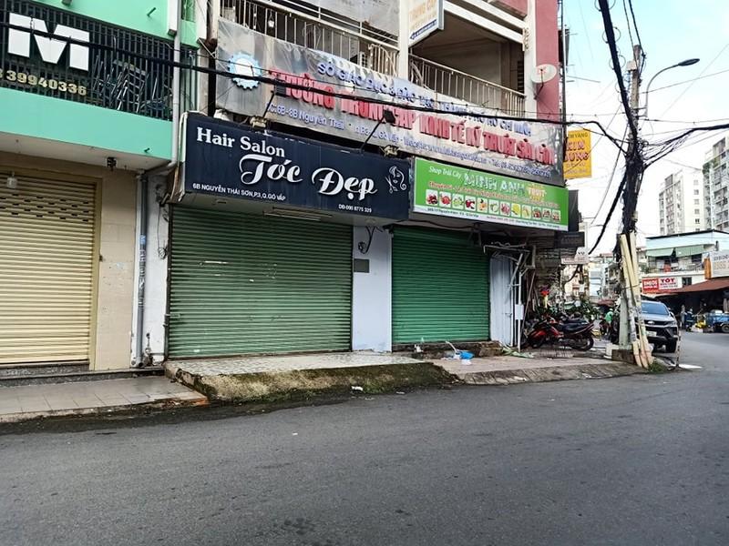 Tiệm cắt tóc mở lại khá đông khách nhưng giá không tăng - ảnh 9