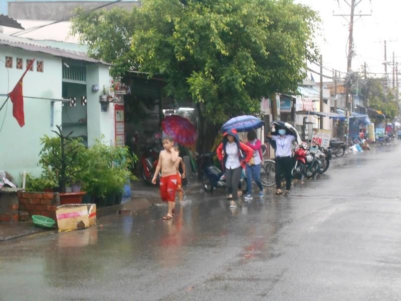 Người Sài Gòn nhẹ nhõm đón cơn mưa quý hơn vàng - ảnh 8