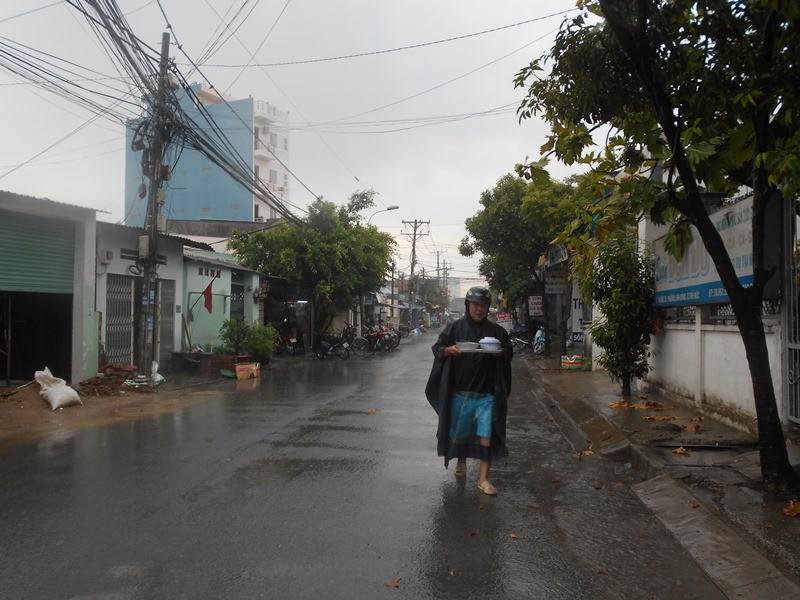 Người Sài Gòn nhẹ nhõm đón cơn mưa quý hơn vàng - ảnh 9