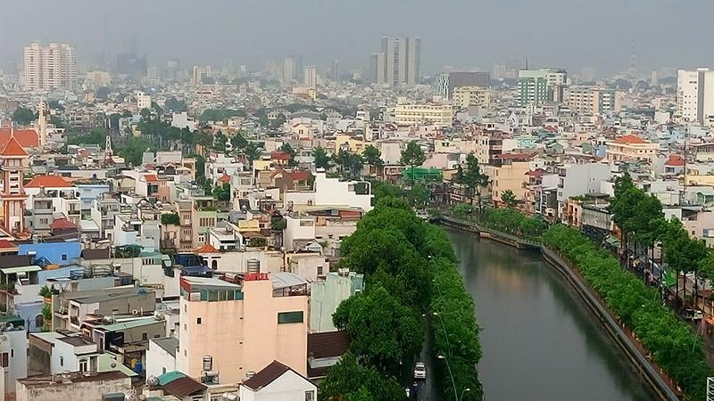 Người Sài Gòn nhẹ nhõm đón cơn mưa quý hơn vàng - ảnh 2