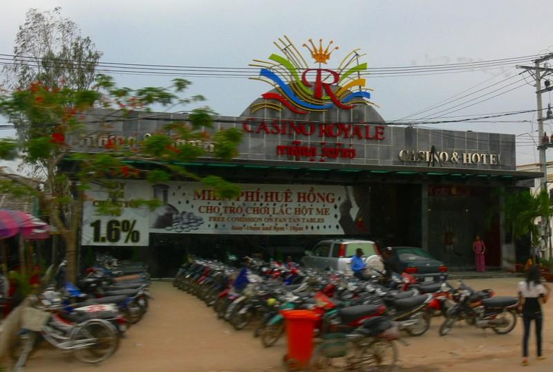 Bị chặt hai đốt ngón tay tại sòng bạc Campuchia - ảnh 2