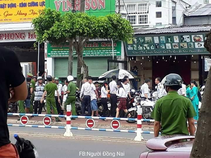 Nóng: Dùng vật nghi lựu đạn cướp ngân hàng ở Đồng Nai - ảnh 2