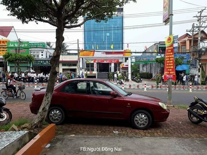 Nóng: Dùng vật nghi lựu đạn cướp ngân hàng ở Đồng Nai - ảnh 3