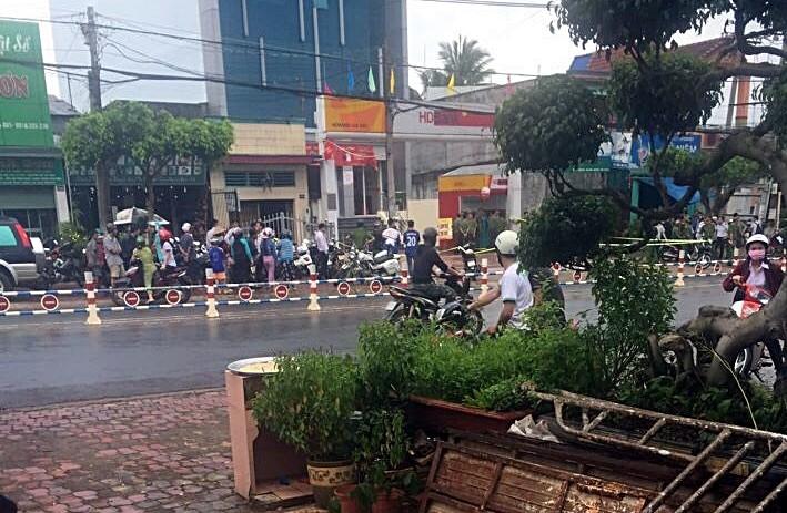 Nóng: Dùng vật nghi lựu đạn cướp ngân hàng ở Đồng Nai - ảnh 1