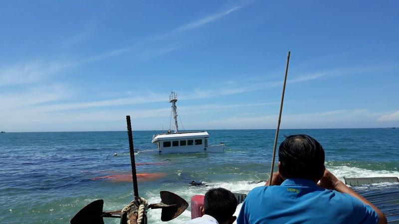 Bí ẩn tàu chở thép với 21.000 lít dầu chìm trên biển  - ảnh 1