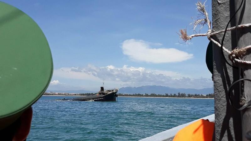 Bí ẩn tàu chở thép với 21.000 lít dầu chìm trên biển  - ảnh 2