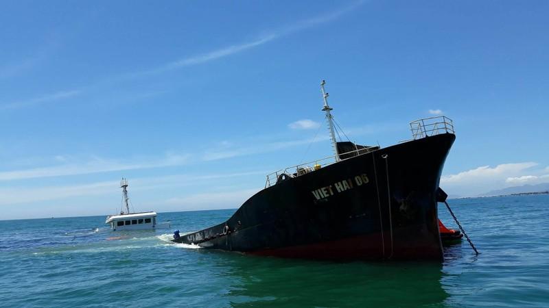Bí ẩn tàu chở thép với 21.000 lít dầu chìm trên biển  - ảnh 3