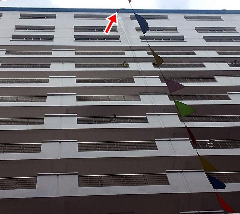 Mảng bê tông tầng 16 rơi làm sinh viên HUTECH tử vong - ảnh 1